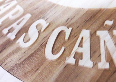 Grabado madera natural con vetas